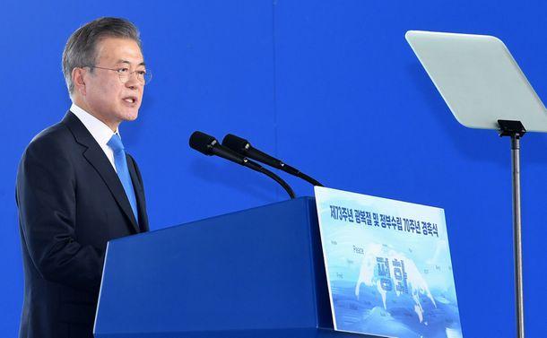 写真・図版 : 文在寅・韓国大統領が今年8月15日、日本の植民地統治からの解放を祝う式典で演説しました=ソウル市