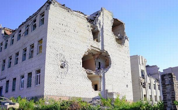 写真・図版 : 2014年5月の砲撃で破壊された精神科病院=ウクライナ東部クラマトルスク