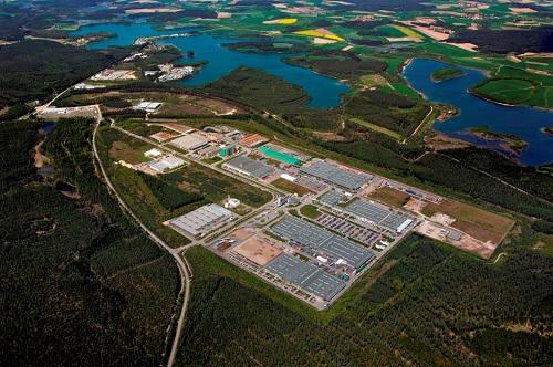 写真・図版 : バッカースドルフの再処理工場建設予定地の一部は「イノベーションパーク」という工場団地になっている=2007年5月、トーマス・ナイデル氏提供