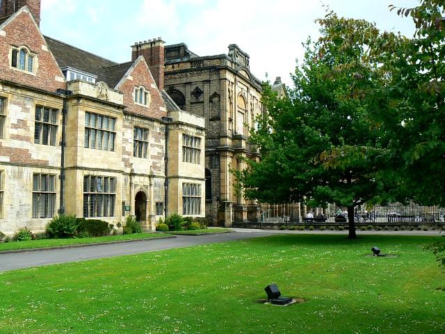 写真・図版 : ヨーク大学のキングズ・マナー図書館=Brian Robert Marshall撮影