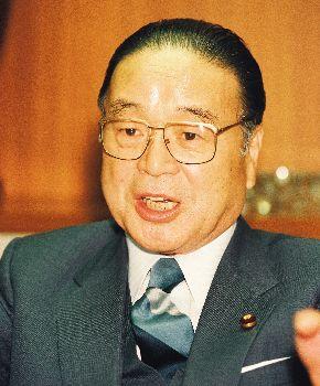 写真・図版 : 宮沢改造内閣で自民党幹事長になった梶山静六氏=1992年12月14日