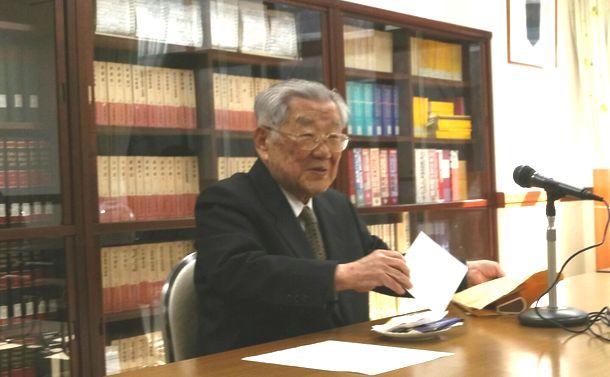 写真・図版 : 東京で講演中のTK生の池明観(筆者提供)