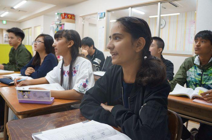 写真・図版 : 日本語を学ぶ定住外国人の若者-将来、日本で活躍したいと願う者も少なくない