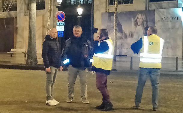 デモに参加するため、パリ近郊からやってきた農民=2018年12月1日、パリ。筆者撮影