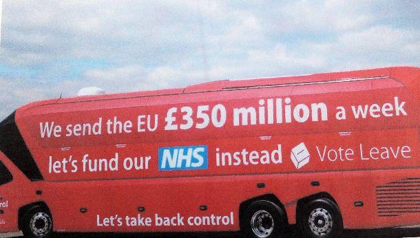 イギリスの町中を走り回った赤いバス(筆者提供)