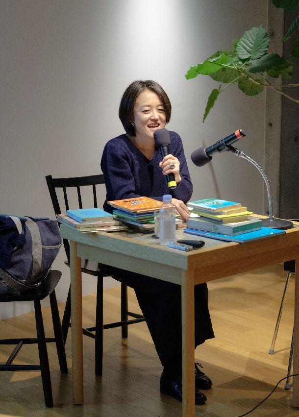 写真・図版 : 子どもの頃に読み込んだ石井桃子の本をたくさん持ってきてくださった