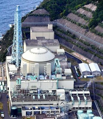 写真・図版 : 廃炉が決まっている高速増殖原型炉「もんじゅ」=福井県敦賀市、加藤諒撮影