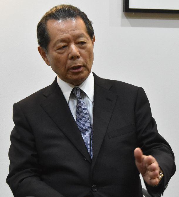 写真・図版 : 1980年代に日米経済摩擦を朝日新聞のワシントン支局員として取材した船橋洋一氏=2018年12月、東京・赤坂