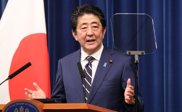 臨時国会が閉会し、記者会見に臨む安倍晋三首相=2018年12月10日、首相官邸