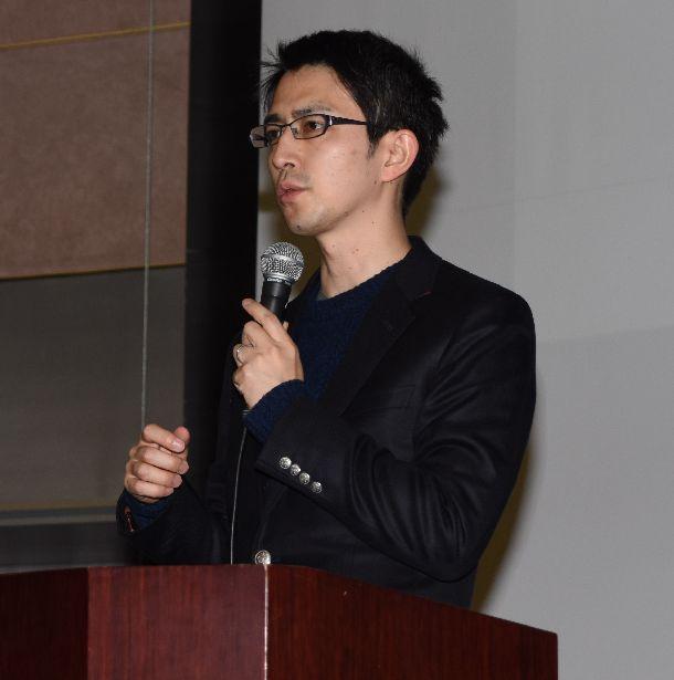 写真・図版 : 自民党改憲案など憲法について語る木村草太教授=2018年12月15日、松江市