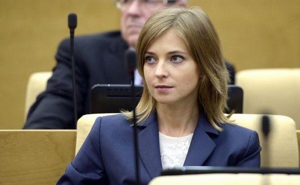写真・図版 : 下院議員に当選し、初招集された議場でのポクロンスカヤさん=2016年10月5日、ロシア大統領府ホームページから
