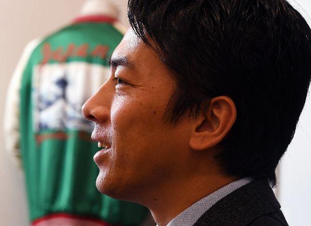 写真・図版 : 小泉進次郎さん=2018年12月17日、東京・永田町