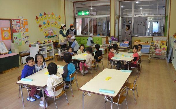 写真・図版 : 桜南幼稚園の給食の様子