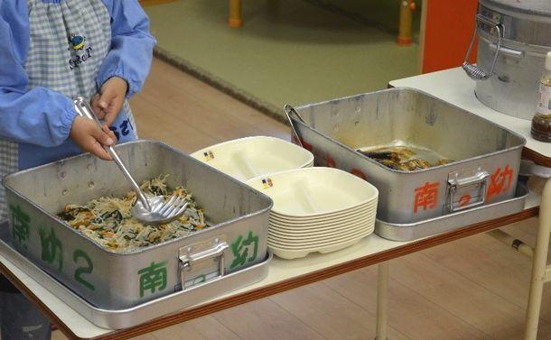 写真・図版 : 幼稚園での生活で、一番影響があるのが給食やおやつといった食べ物の問題