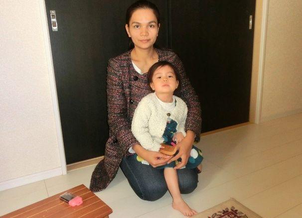 写真・図版 : 松橋南里さんと子ども