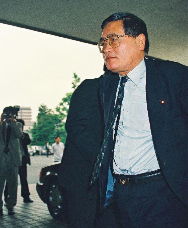 自社さ連立の村山富市内閣で運輸相に起用された亀井静香氏=1994年6月30日、永田町
