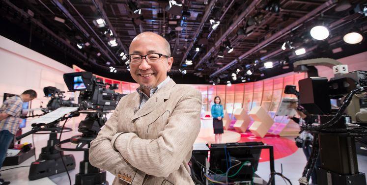 写真・図版 : NHK「クローズアップ現代+」に出演する直前の福井弁護士。メディアのコメンテーターとしても引っ張りだこだ=2016年10月12日、東京都渋谷区