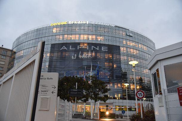 写真・図版 : パリ郊外にあるルノー本社=2018年11月20日、ブーローニュ・ビヤンクール