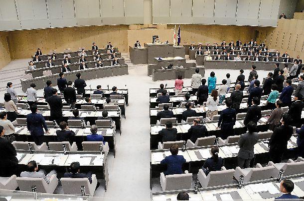 条例案を審議する東京都議会本会議=2018年6月27日、都議会