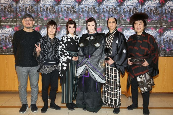 写真・図版 : 左から、G2、喜矢武豊、龍真咲、早乙女太一、伊礼彼方、松尾貴史
