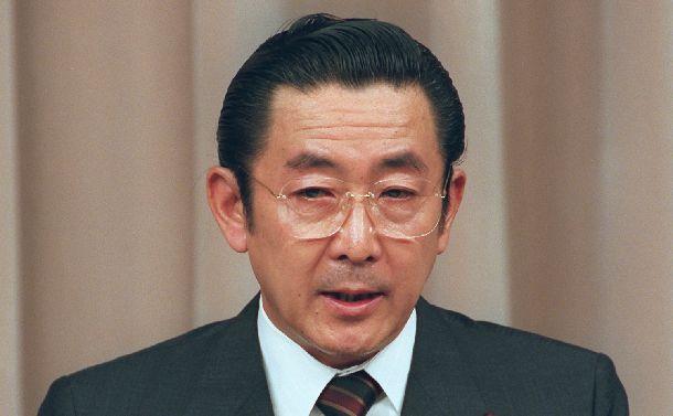 省庁再編案の骨格を決定し、記者会見する橋本首相=1997年11月22日、首相官邸