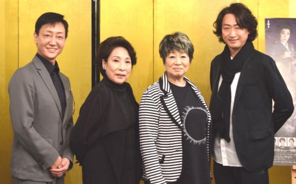 写真・図版 : 「犬神家の一族」の出演者。右から喜多村緑郎、水谷八重子、波乃久里子、河合雪之丞