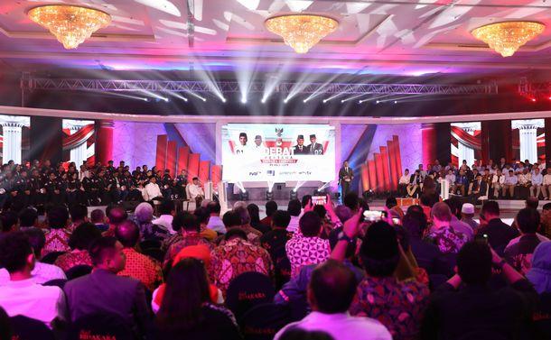 写真・図版 : インドネシア大統領選で初の公開討論会がジャカルタのホテルで開かれた=2019年1月17日