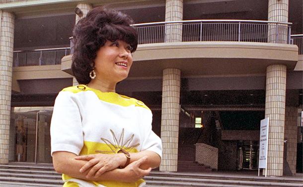写真・図版 : 慶応大教授時代の米沢富美子さん=1995年9月、郭允撮影