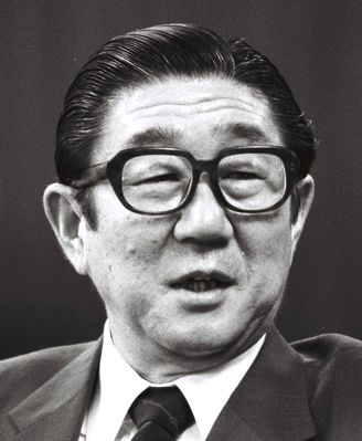 写真・図版 : 外相時代の安倍晋太郎氏=1986年6月4日、外務省