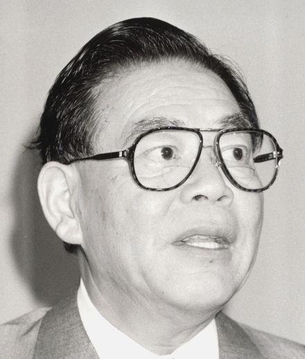 写真・図版 : 自民党政調会長時代の加藤六月氏=1990年6月23日。東京・日比谷