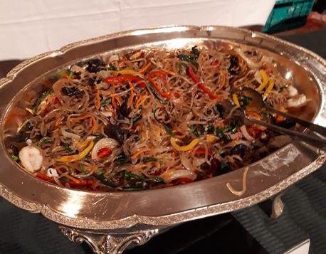 写真・図版 : 家庭料理の定番、チャプチェ。「雑菜」の漢字語読みですが、なぜ「雑」なのでしょうか。