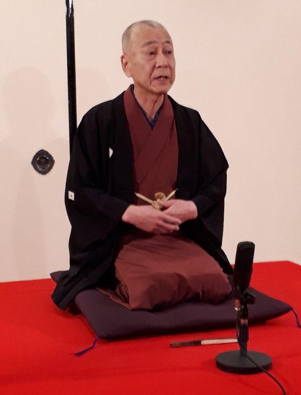 写真・図版 : 「八百夜」では、雷蔵は2席語る。ほぼ毎回、古典落語を披露している=2019年1月17日、東京都中央区日本橋本町のお江戸日本橋亭(筆者撮影)