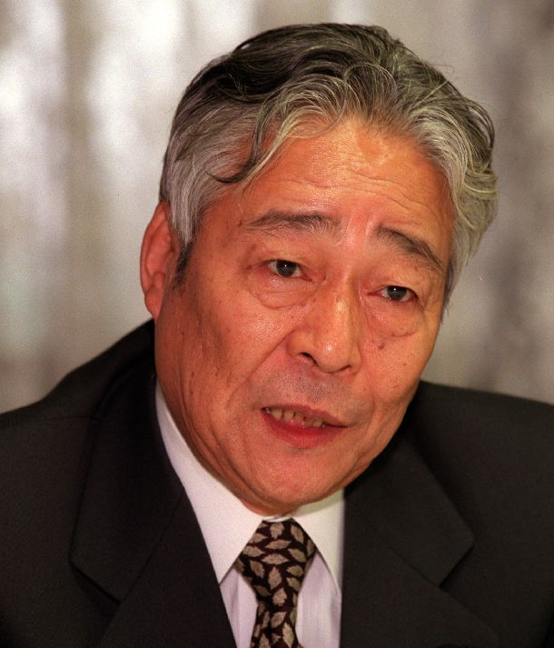 青木幹雄官房長官=1999年10月15日、首相官邸で