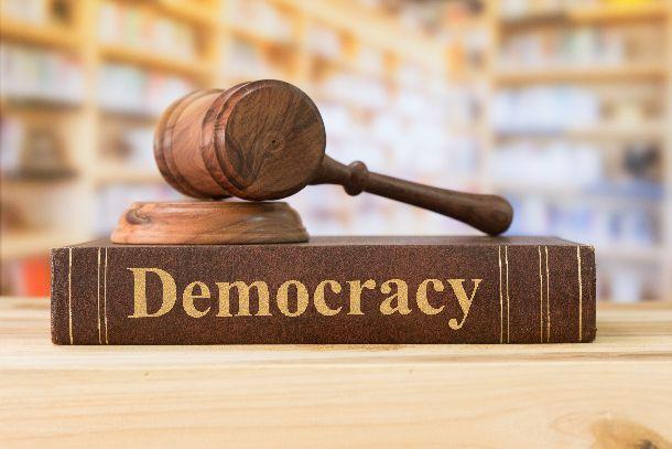 写真・図版 : 民主主義( create jobs 51/ shutterstock)
