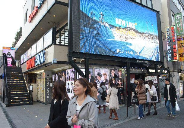 写真・図版 : 若い人に人気のKポップのライブハウス=東京都新宿区