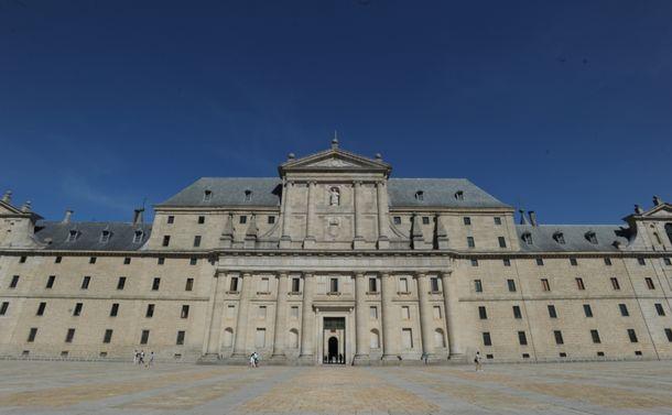 写真・図版 : フェリペ2世が造営した大修道院=スペイン・エルエスコリアル