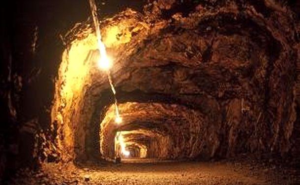大本営跡トンネルに刻まれたハングル落書き