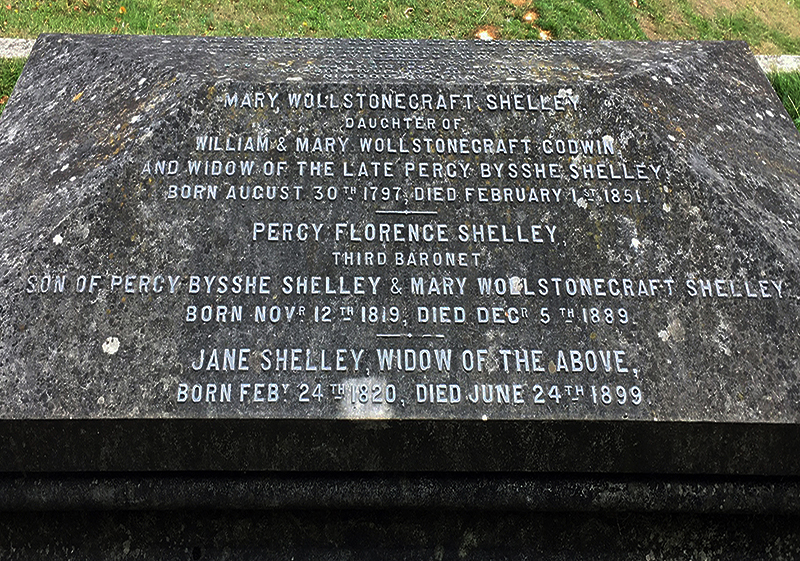写真・図版 : メアリー・シェリー一の墓。夫や両親、息子夫婦とともに葬られている(筆者撮影)