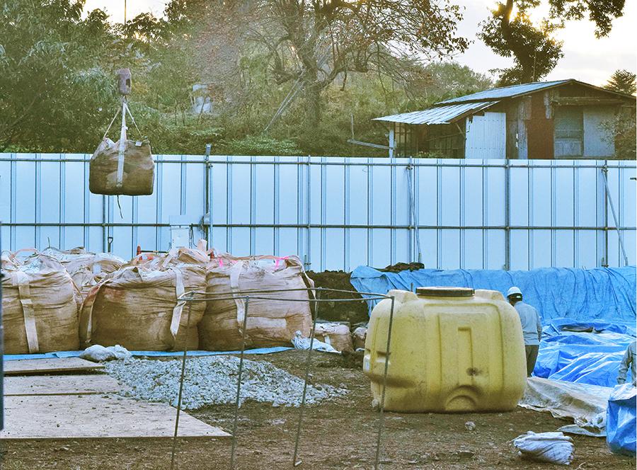 写真・図版 : 汚染土の埋め立て処分の実証事業=2018年10月25日、栃木県那須町