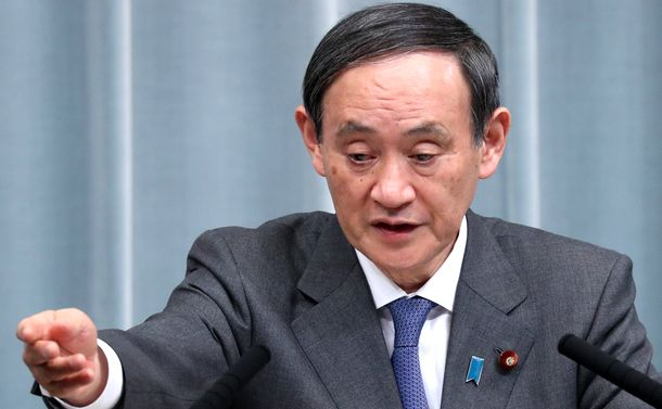 写真・図版 : 記者会見で質問に答える菅義偉官房長官=2019年1月16日、首相官邸