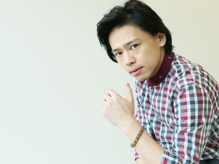 写真・図版 : 中川晃教=宮川舞子撮影〈ヘアメイク=松本ミキ/スタイリスト=AKIRA〉