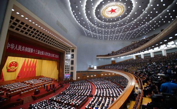 写真・図版 : 中国・北京で開幕した全人代=2019年3月5日、人民大会堂