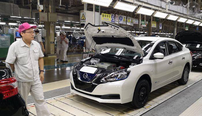 写真・図版 : 日系合弁会社の自動車製造ライン。日本メーカーは中国市場の開拓に力を入れてきた=広東省広州市