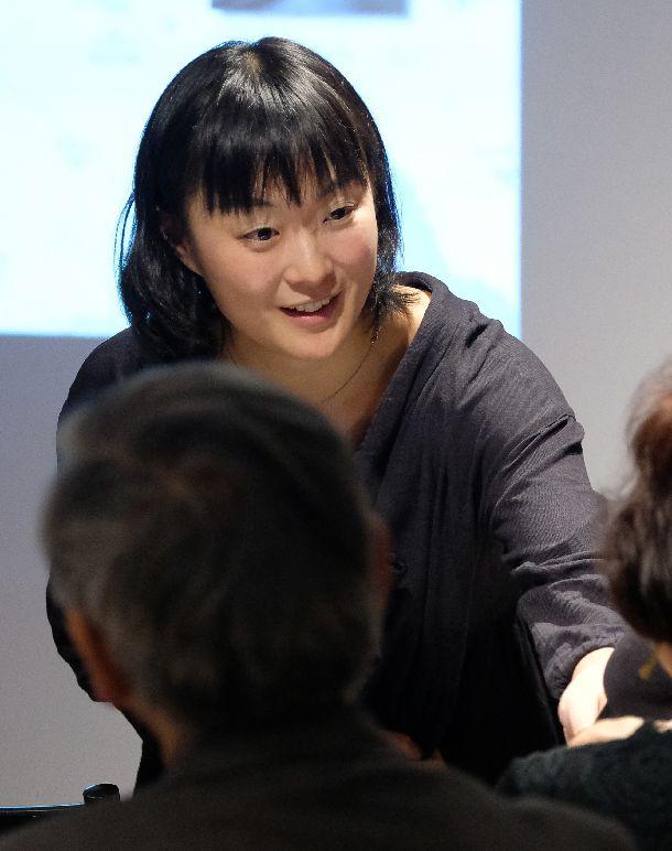 写真・図版 : 後半では、安田さん自らマイクを参加者に向け、巻き込んでいった