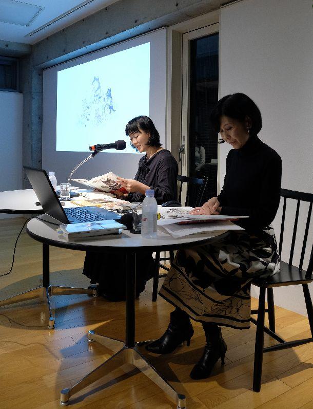 写真・図版 : 安田さんは、響きのある声で2冊の絵本を朗読した