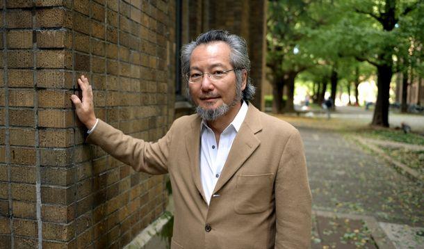 写真・図版 : 法哲学者の井上達夫さん