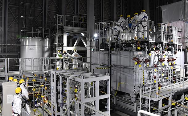写真・図版 : 放射性物質を除去する福島第一原発の多核種除去設備(ALPS)=2018年12月21日、仙波理撮影