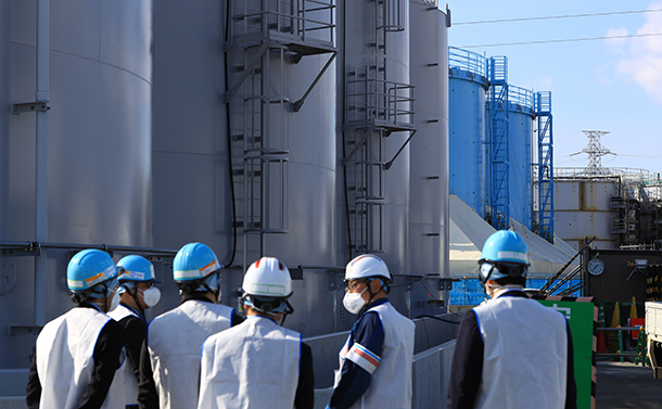 写真・図版 : 廃炉作業が続く福島第一原発の「H4タンクエリア」=2019年2月13日