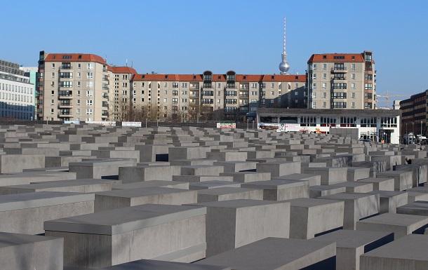 写真・図版 : ドイツのベルリンにある「ホロコースト記念碑」