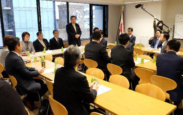 写真・図版 : 大阪府知事、大阪市長の出直しダブル選挙に向けた対策会議を開く自民党大阪府連は=2019年3月2日、大阪市